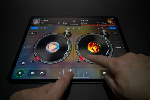 Djay relaunched on iOS with subscription model and powerful performance features