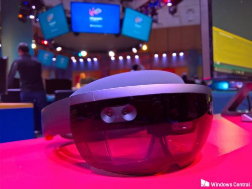 Microsoft's next HoloLens will be truly wireless with a Qualcomm ARM CPU