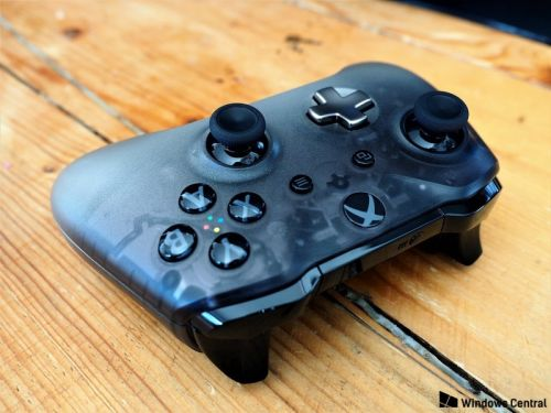 The Phantom Black Xbox controller is the sexiest pad Microsoft ever made