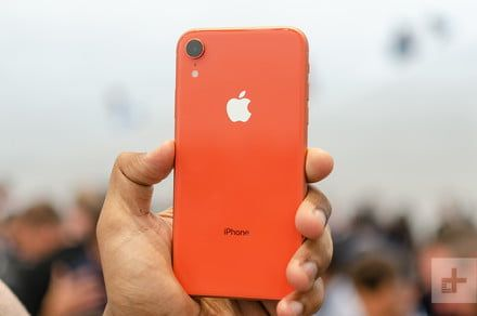 Need a cheap smartphone? Apple iPhone XR and Samsung Galaxy S10e under $500