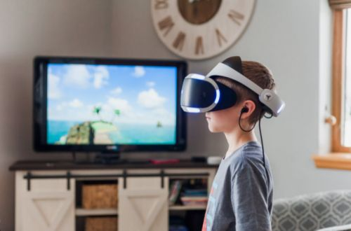 Facebook to Put Ads in Oculus Quest Next Week, Starting with the Game 'Blaston'