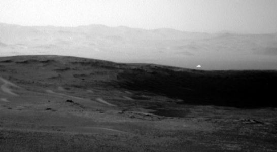 NASA's Curiosity rover saw something flash on Mars, and people are freaking out