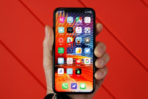It's so easy to optimize your iPhone X or Plus for one-handed use