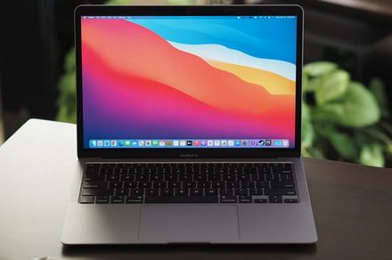 M1 MacBook screens mysteriously crack, some customers claim