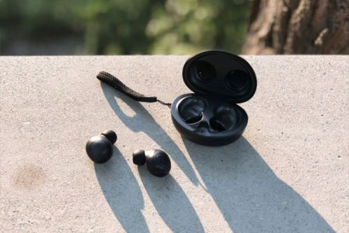 These $150 Wireless Bluetooth Earbuds Are Just $80 Right Now